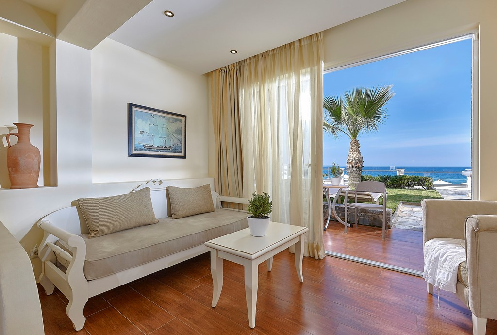 JUNIOR BEACH FRONT SUITES - ALSO WITH PRIVATE POOL